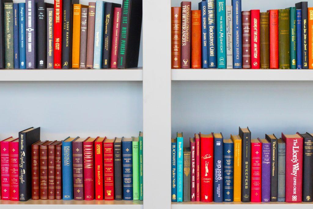 Boekenkast organiseren: 12 tips